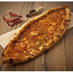 Пицца с бараниной в томатном соусе