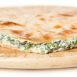Осетинский пирог с сыром и 5 видами зелени